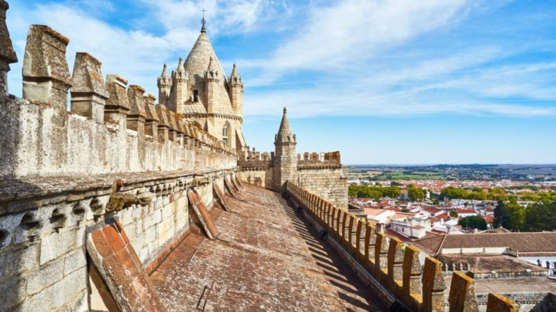 Top-Tour-Cathedral-Of-Evora-Portugal