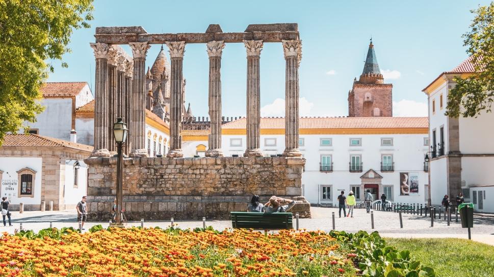 Top-Tour-Diana-Temple-Roman-Ruin-Evora-Portugal