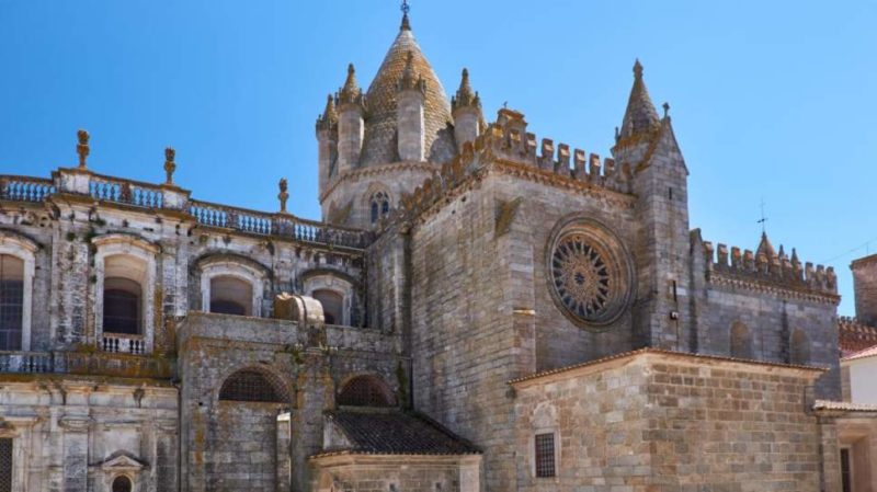 Top-Tour-Evora-Cathedral-Portugal
