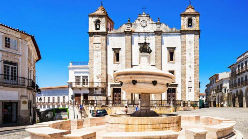 Top-Tour-Giraldo-Square-Evora-Portugal