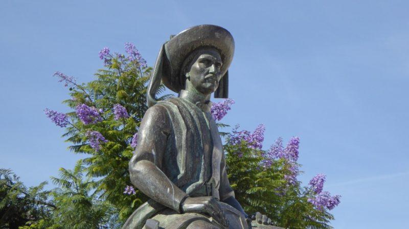 Top-Tour-Sagres-Portugal-Infante-D.-Hernrique-Statue