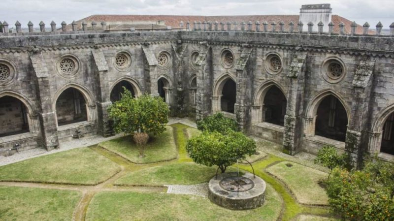 Top-Tour-View-Of-The-Lovely-Cloister-Of-Evora-Cathedral-Portugal