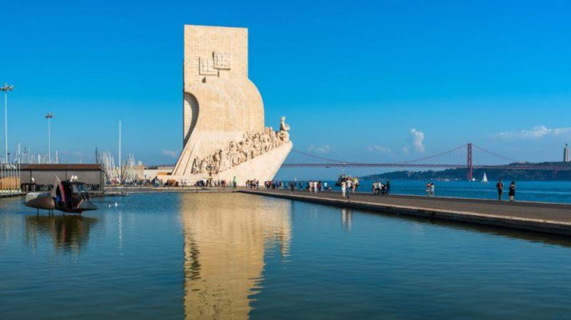 Top-tour-pradao-dos-descobrimentos-and-25-abril-bridge-lisbon-portugal