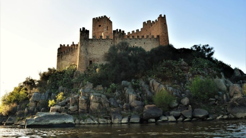 top-tour-almourol-castle-built-by-the-knights-templar-portugal