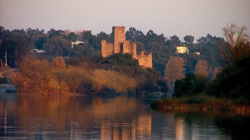 top-tour-almourol-castle-during-sunset-portugal