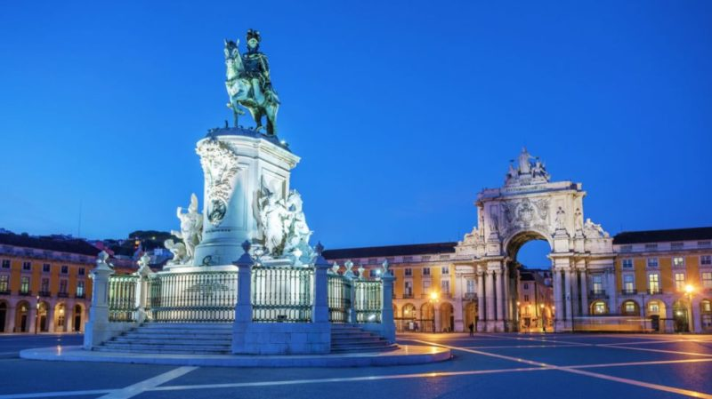 top-tour-comercio-square-lisbon-portugal
