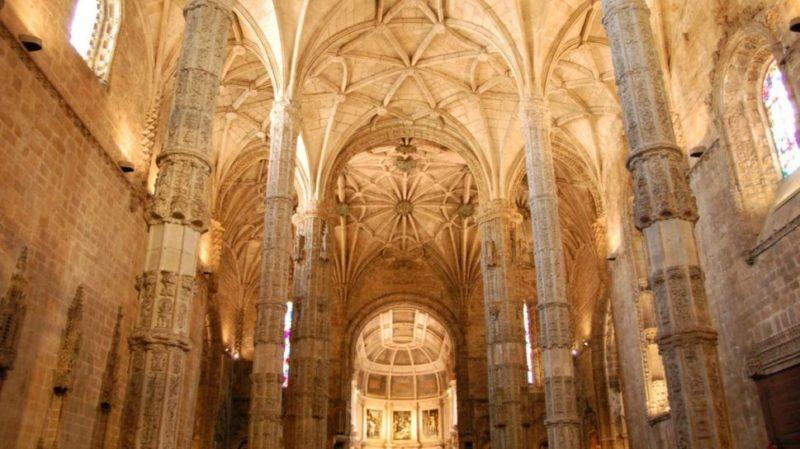 top-tour-jeorinimos-interior-lisbon-portugal