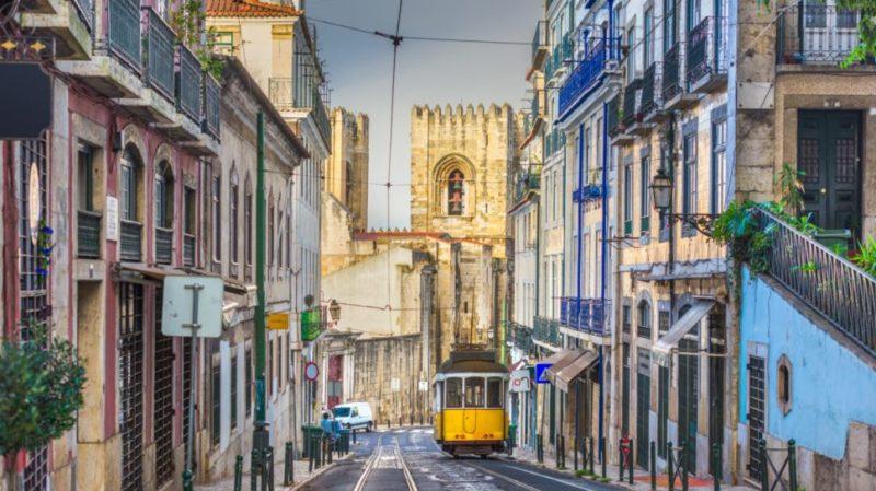 top-tour-lisbon-street-portugal