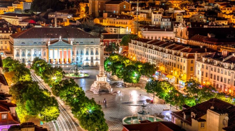 top-tour-rossio-square-at-night-lisbon-portugal
