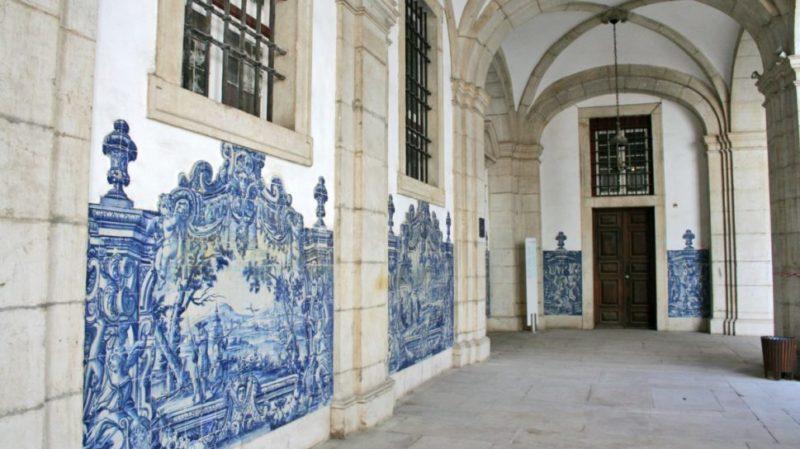 top-tour-tile-detail-in-lisbon