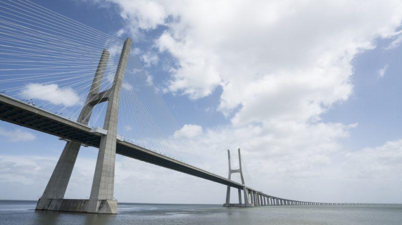 top-tour-vasco-da-gama-bridge-lisbon-portugal