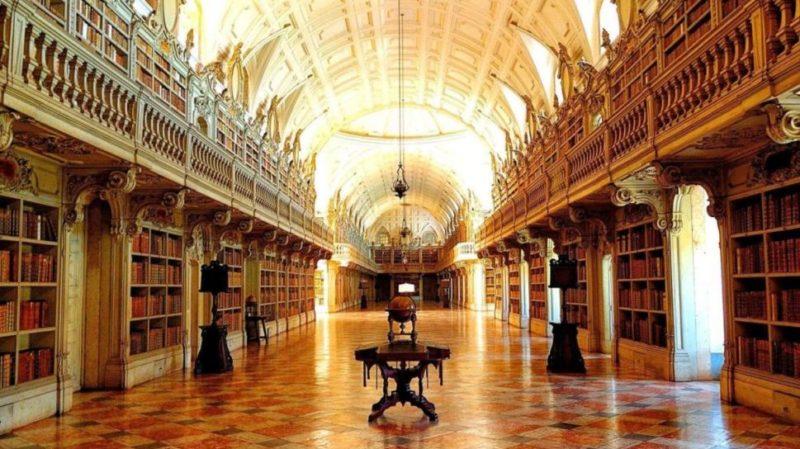 Top-tour-Mafra-National-Palace-libary-Mafra-portugal